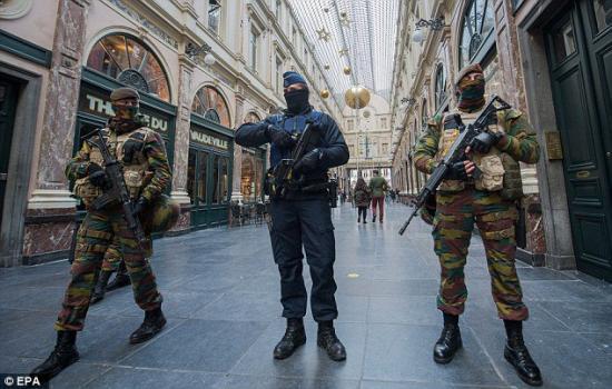 Brüsszelben Kalasnyikovval lőttek rá egy étteremre