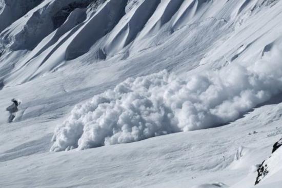 Lavinaveszély a hegyek nagy részén, fagy, havazás, szél