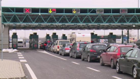 Háromórás várakozás a román-magyar határon