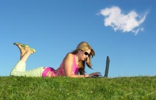 A romániai férfiak vagy nők interneteznek többet?
