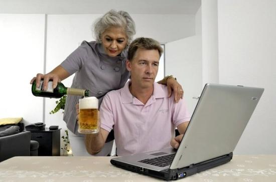 Eurostat: több fiatal férfi lakik a szüleivel, mint nő