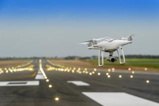 Szigorítja a brit kormány a drónok használatának szabályozását