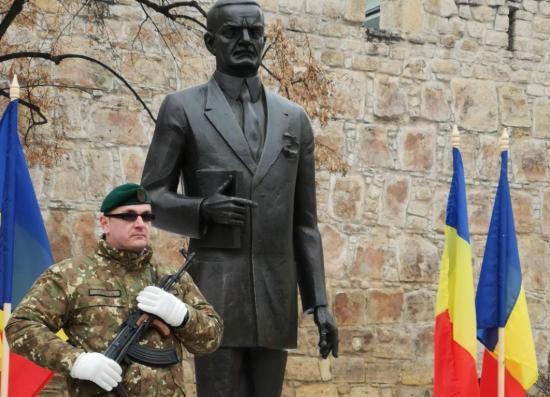 Felavatták Iuliu Maniu kolozsvári szobrát