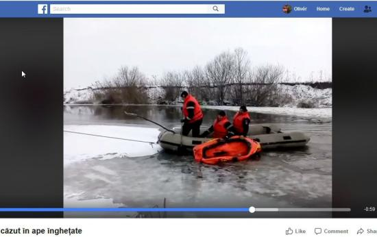 VIDEÓ - Kimentenek egy kutyát a Szamosból. Beszakadt alatta a jég