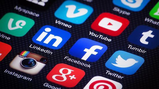 Eljárás indult a Twitter és a Facebook ellen Oroszországban