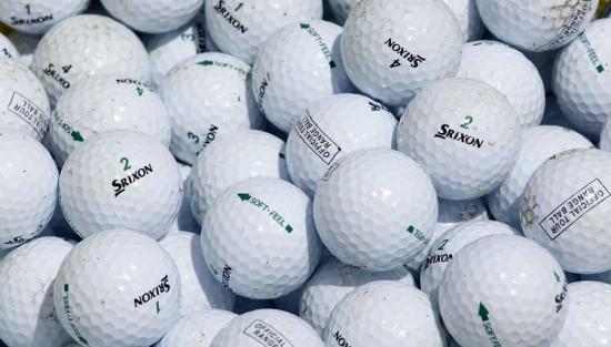 Két és fél tonna golflabdát távolítottak el a kaliforniai Monterey-öböl vízéből