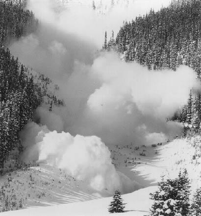 Kelemen-havasok: turistákat sodort el a lavina