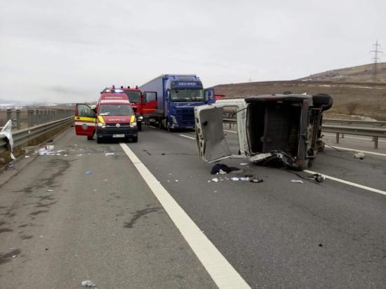 Baleset az észak-erdélyi autópályán: felborult egy kisbusz