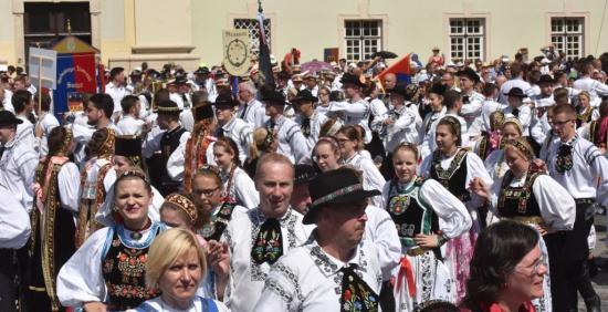 Elégedett németek, elégedetlenkedő magyarok