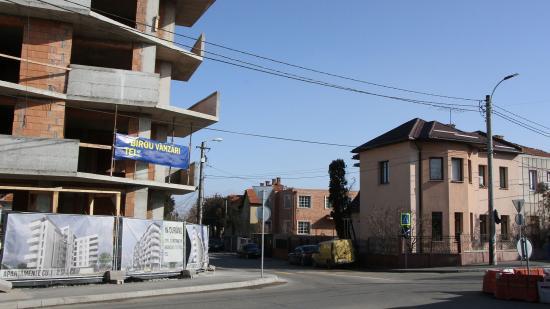 Épülhetnek a házak közé ékelt ötemeletes tömbházak
