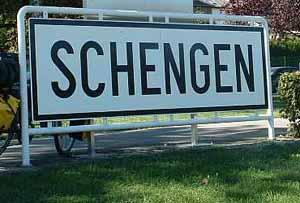 Avramopulosz: Romániának, Bulgáriának és Horvátországnak is csatlakoznia kell a schengeni övezethez