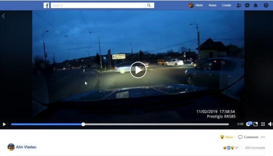VIDEÓ – Így karamboloztak a körforgalomban. Ki a hibás?