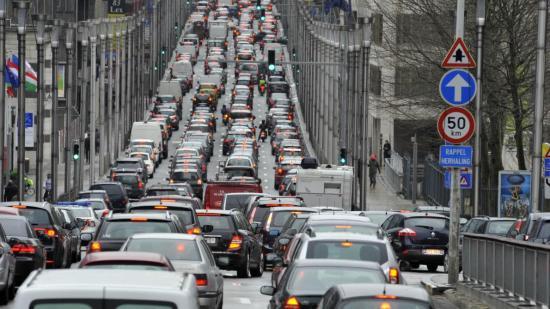 Minden szektorra kiterjedő országos sztrájk bénítja Belgiumot