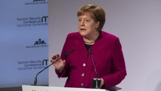 Merkel: a Nyugat nem zárkózhat el Oroszországtól