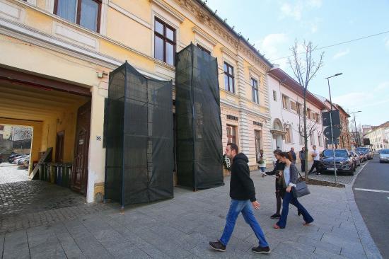 Március 15.-ére felújítják a volt Biasini-szálló emléktábláját