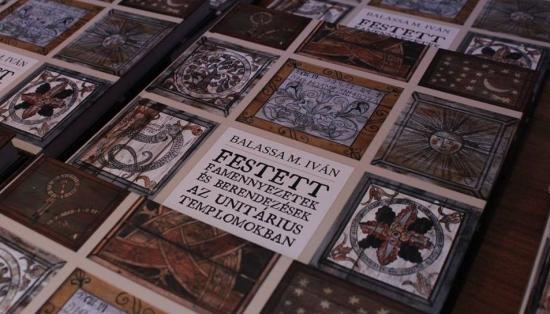 Tudományos ismeretterjesztő könyv az unitárius templomok faberendezéseiről