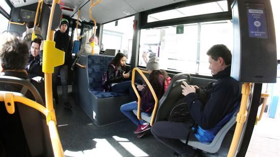 Illemre szoktatnák az utasokat, sofőröket, jegyellenőröket