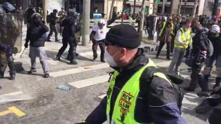 Francia zavargások - Ismét erőszakba torkollott a sárgamellényesek megmozdulása Párizsban