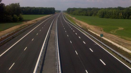 Autópályák építését előíró három törvénytervezetet fogadott el a szenátus