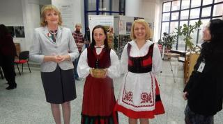 Könyvtármorzsák: magyar kokárdát viselt ...
