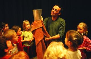 Kolozsváron vendégszerepel a Kerekasztal Színházi Nevelési Központ