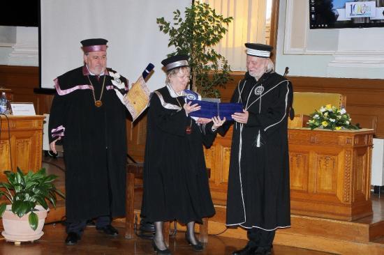A BBTE díszdoktorává avatták Krasznahorkai Lászlót