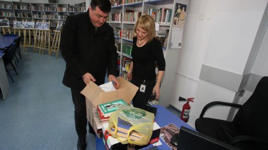 Bogyó és Babóca meg Márton Áron a könyvtárnak