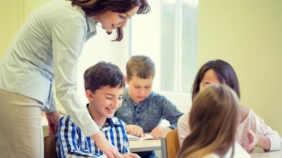 Túlterheltség, presztízscsökkenés jellemzi a pedagógustársadalmat