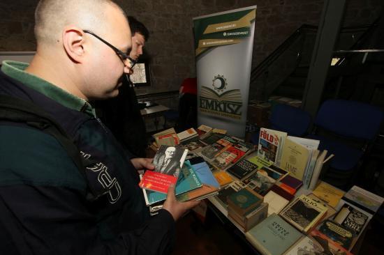 Könyveket lehetett örökbefogadni a Könyvturiban