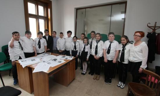 Brassais kisdiákok látogattak szerkesztőségünkbe