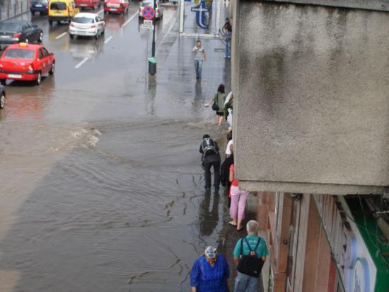Hétfőig országszerte csapadékos időjárás várható