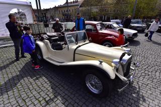 Autóritkaságok seregszemléje Kolozsvár Főterén