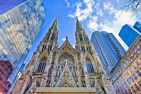 Egy zavart férfi benzinnel akart bemenni a New York-i Szent Patrick katedrálisba