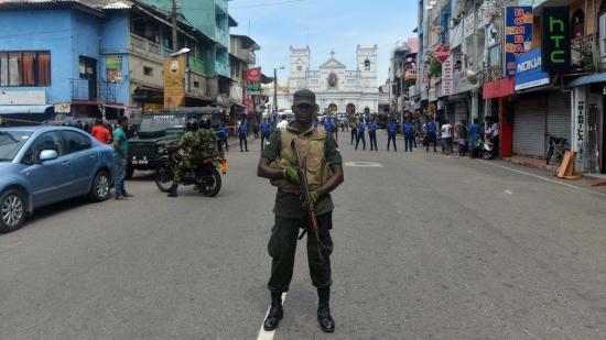 Őrizetbe vettek hét embert a Srí Lanka-i Colombóban