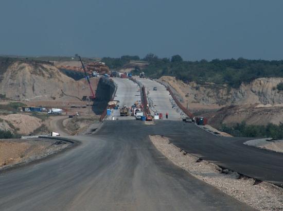 Hány kilométer autópályát adtak át a forgalomnak a tavaly?
