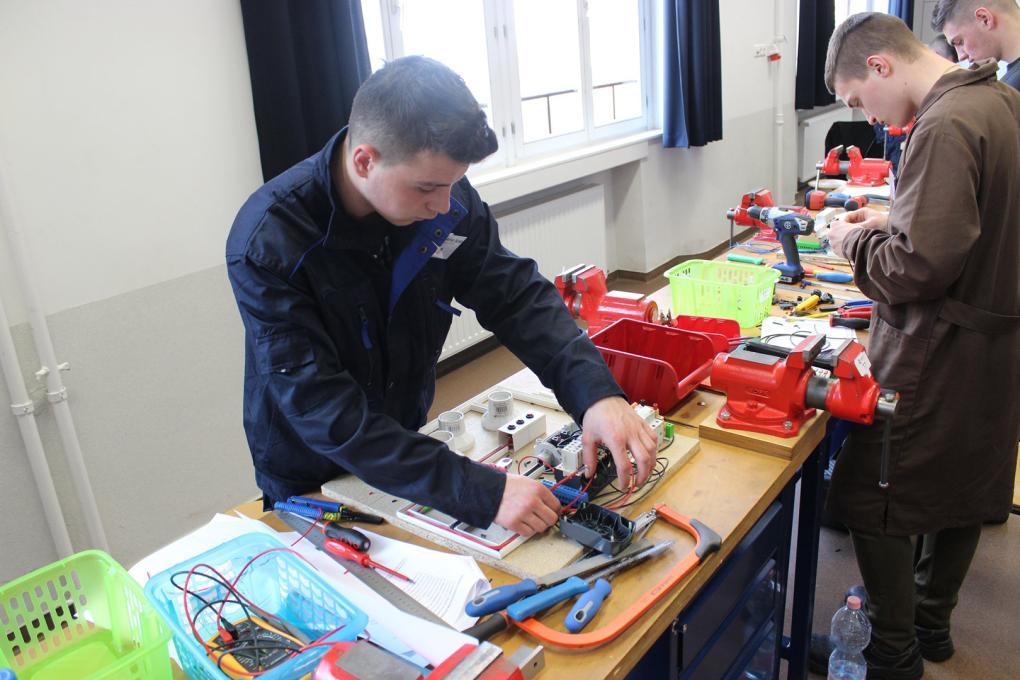 A kolozsvári villanyszerelő-képzés is szakemberhiányt pótol