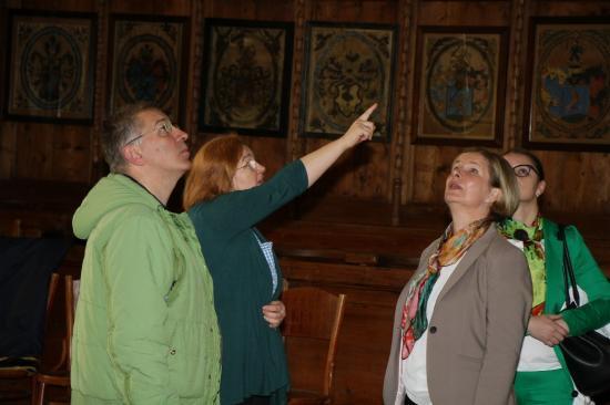 Uniós alapokból felújított templomokat látogattak