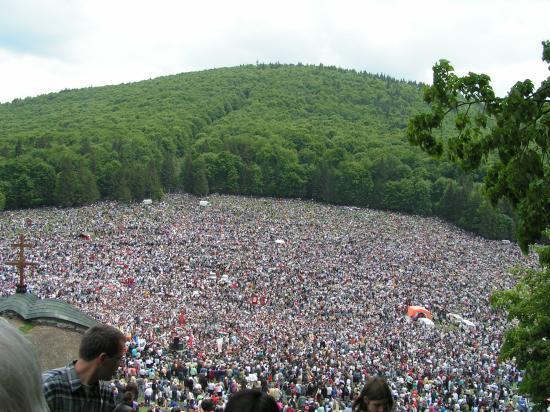 Pápalátogatás Csíksomlyón: magyar kormányzati támogatás