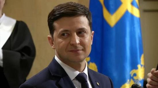 Zelenszkij kifakadt Porosenkóra és a parlamentre beiktatásának halogatása miatt