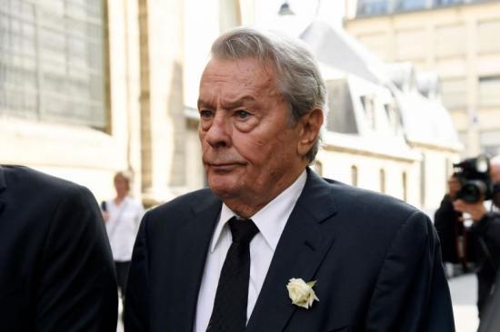 Cannes – Védekezésre kényszerült Alain Delon életműdíja miatt a fesztivál