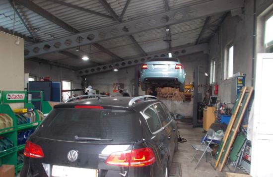 Harmincezer lejes bírság autójavítóknak