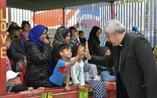 A Vatikán milliókkal segíti a rászorulókat a számláik befizetésében
