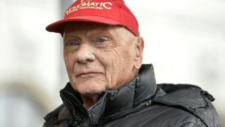 Elhunyt Niki Lauda, a Forma–1 háromszoros világbajnok legendája