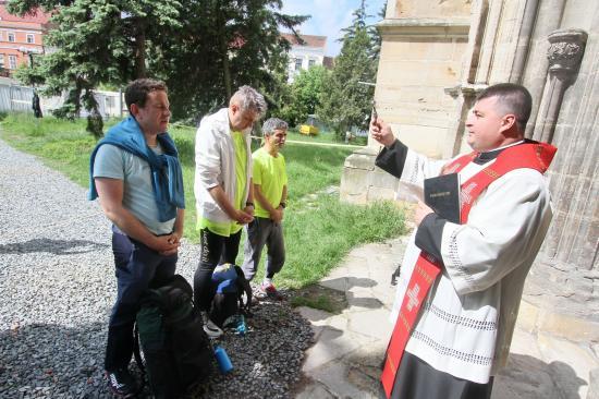 Zarándoklat az életért: pápalátogatásra, jótékony célból