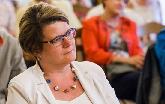 Nyilvános köszönet Horváth Annának a tanácsülésen