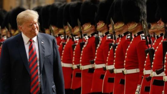 Londonba látogat az amerikai elnök, a királynő vendégeként