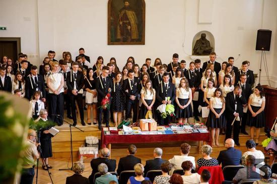 Nyolcvan tanuló ballagott a nagyenyedi Bethlen-kollégiumban