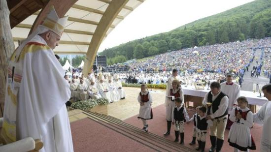 Pápalátogatás és pápai üzenetek továbbgondolása