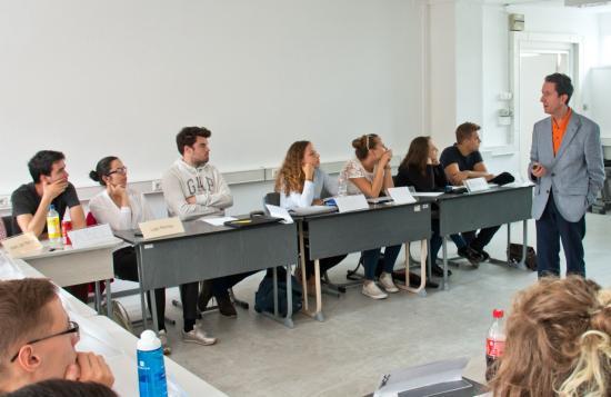 Erdélyi magyar egyetemistáknak hirdet felvételt az MCC