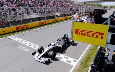 Kanadai Nagydíj: Vettel lett az első, mégis Hamilton győzött